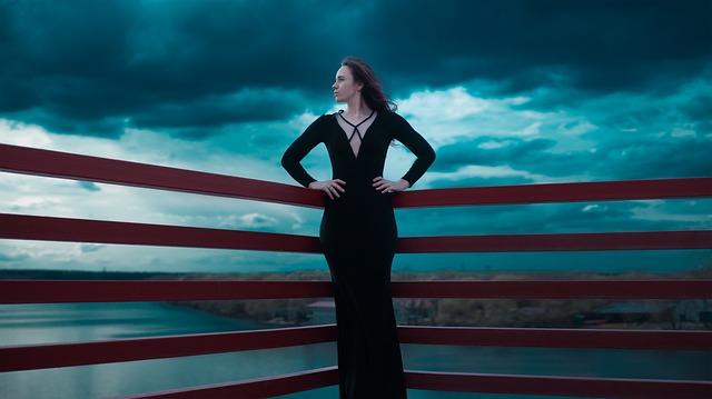 black-dress-1444415_640